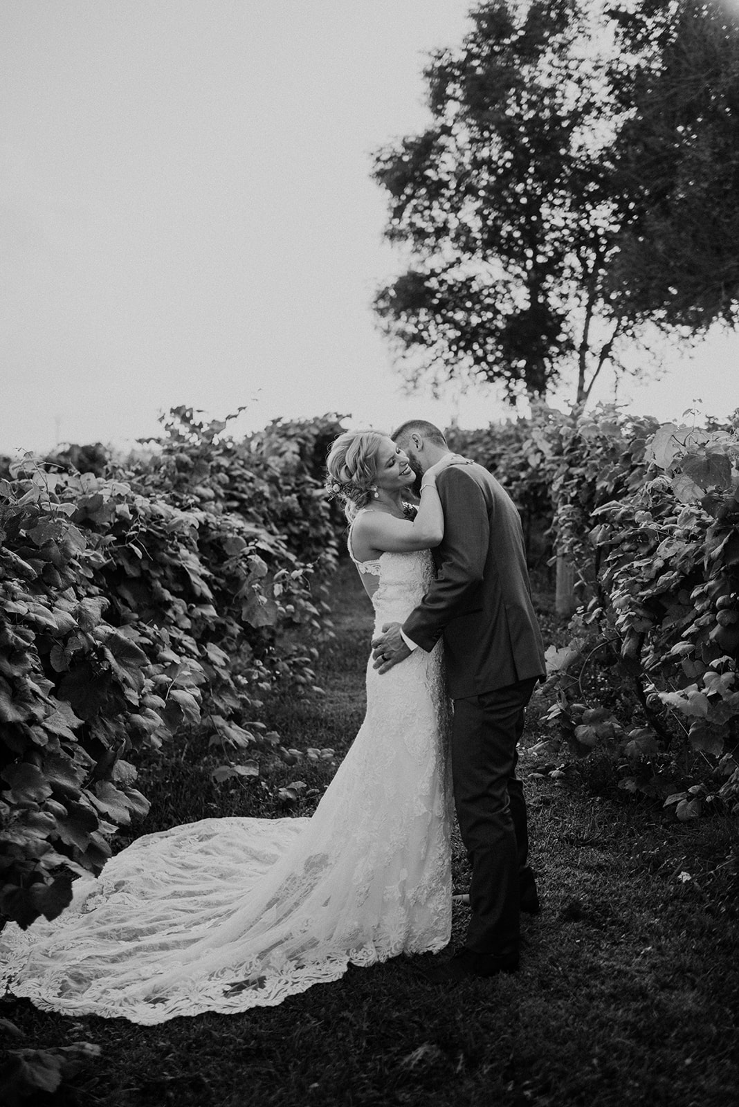 overthevineswisconsinwedding_0892.jpg