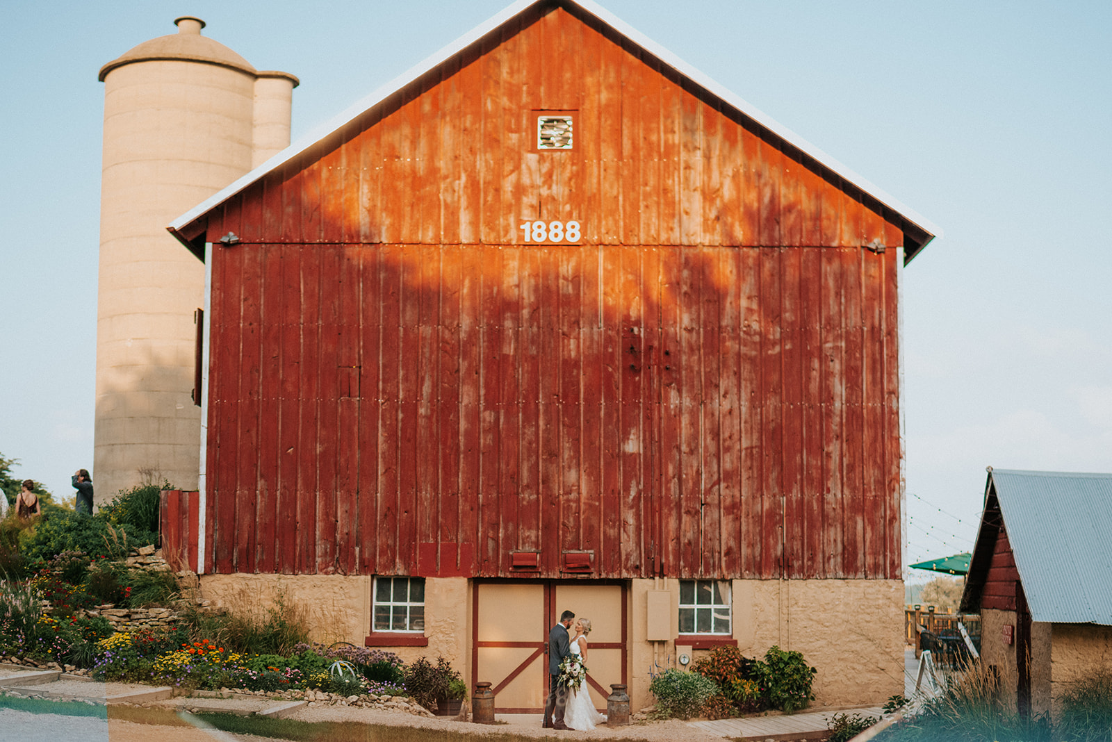 overthevineswisconsinwedding_1007.jpg
