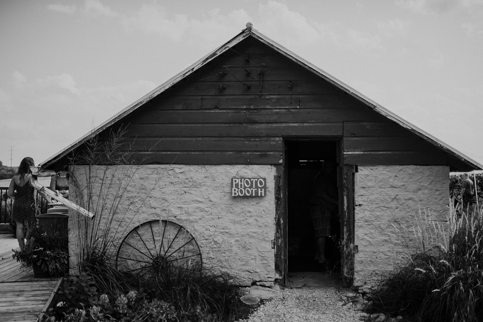 overthevineswisconsinwedding_1102.jpg