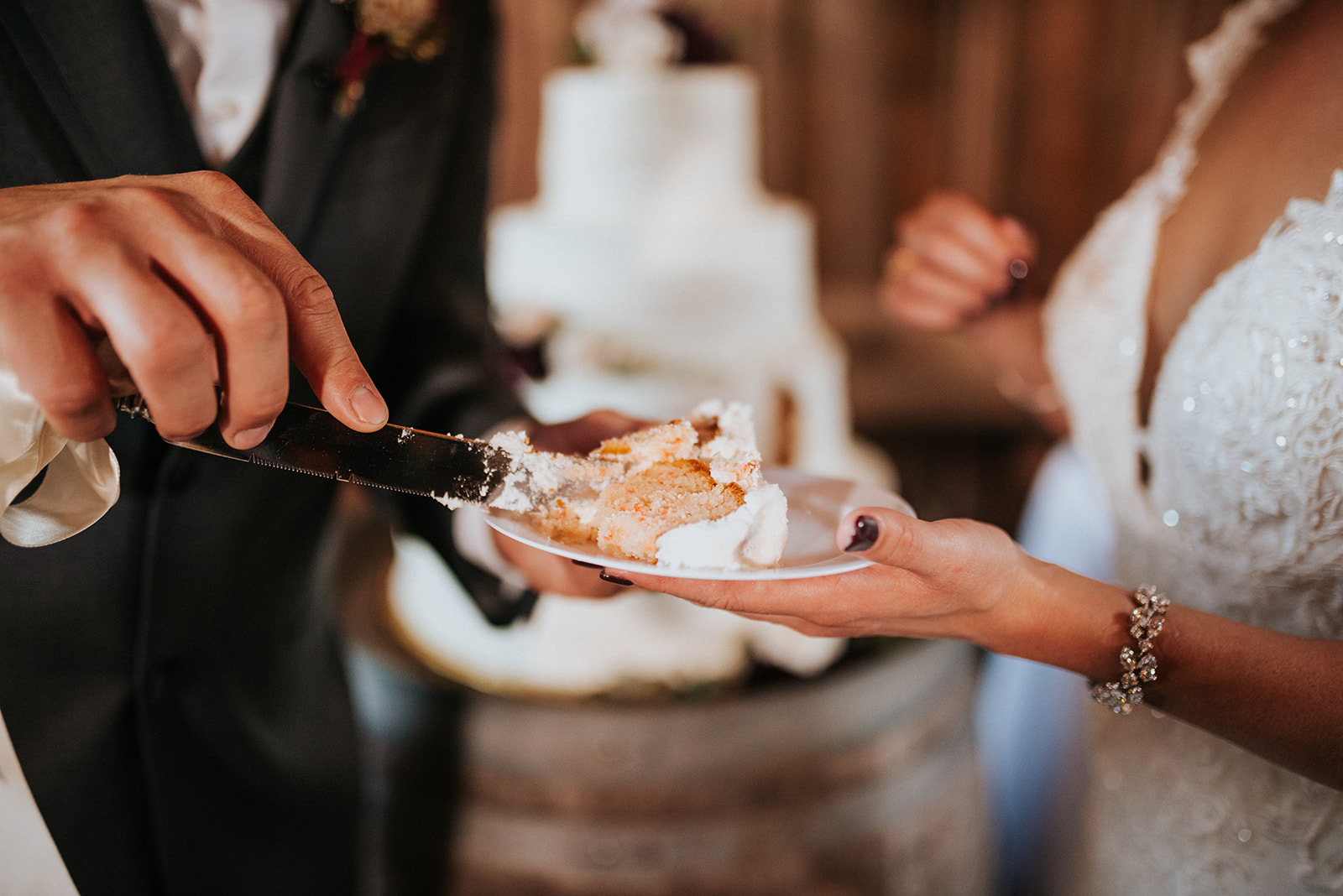 overthevineswisconsinwedding_1197.jpg
