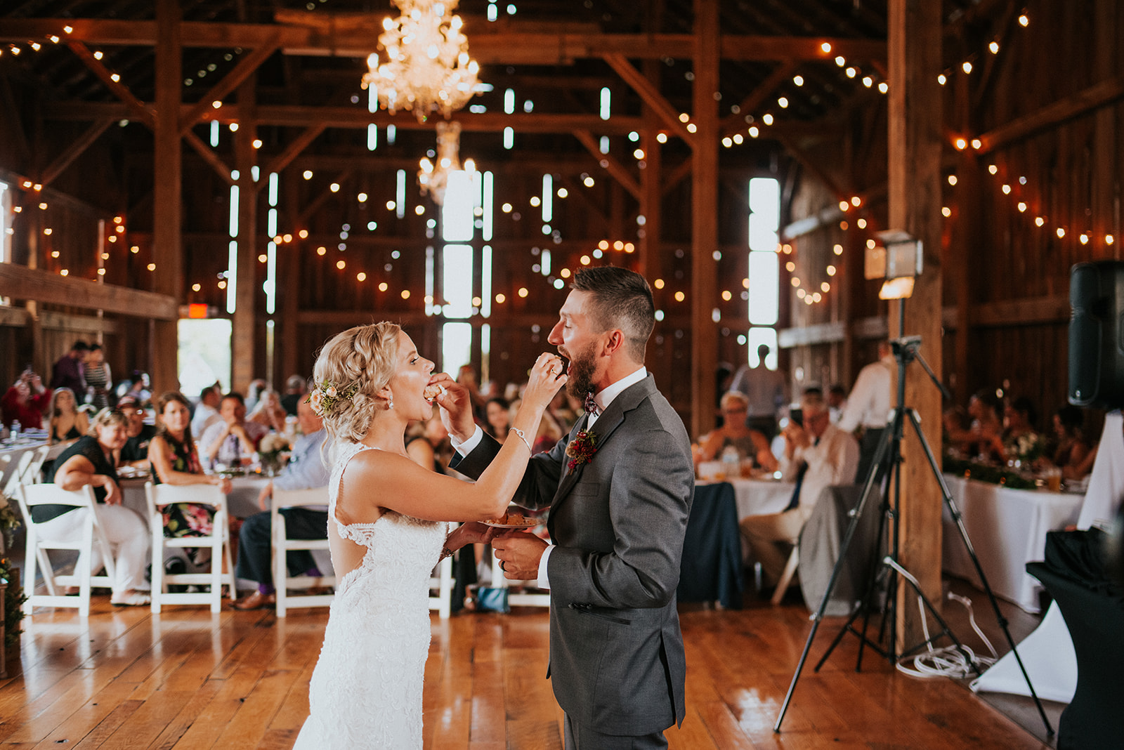 overthevineswisconsinwedding_1202.jpg