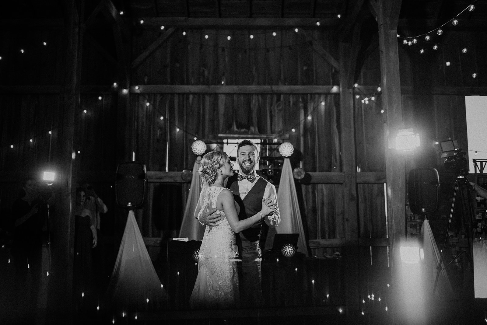 overthevineswisconsinwedding_1275.jpg