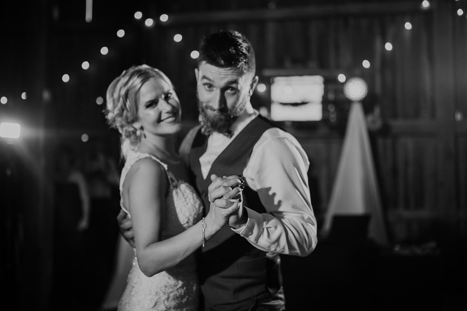 overthevineswisconsinwedding_1278.jpg
