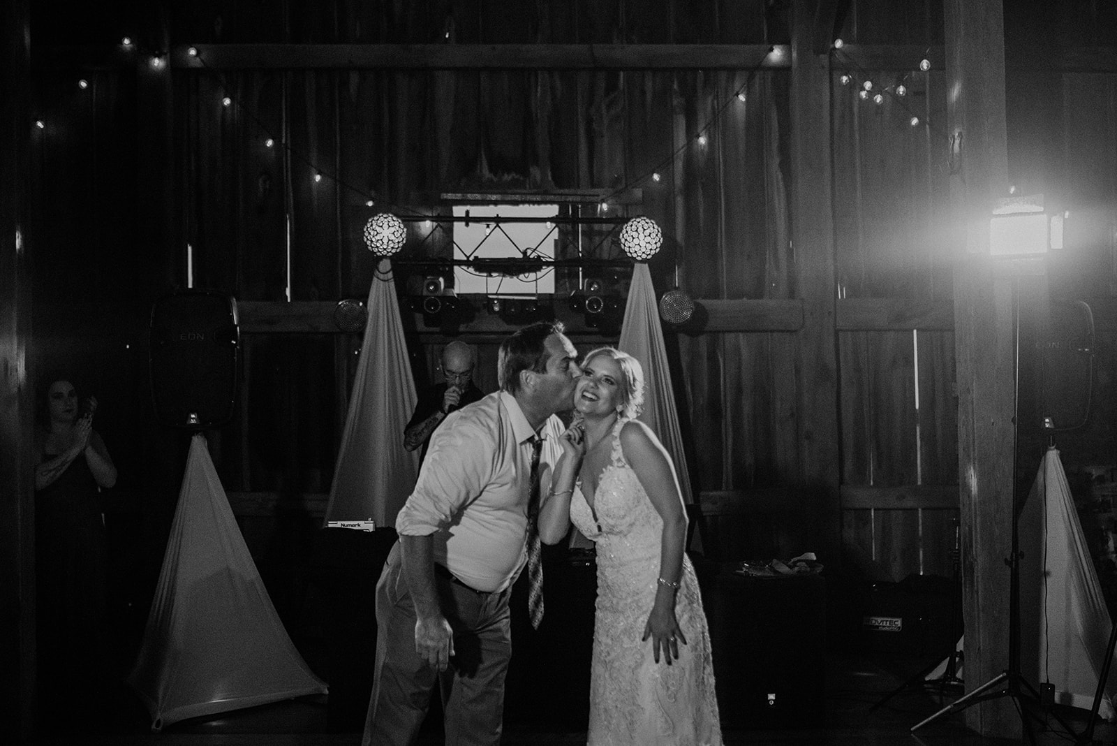 overthevineswisconsinwedding_1300.jpg