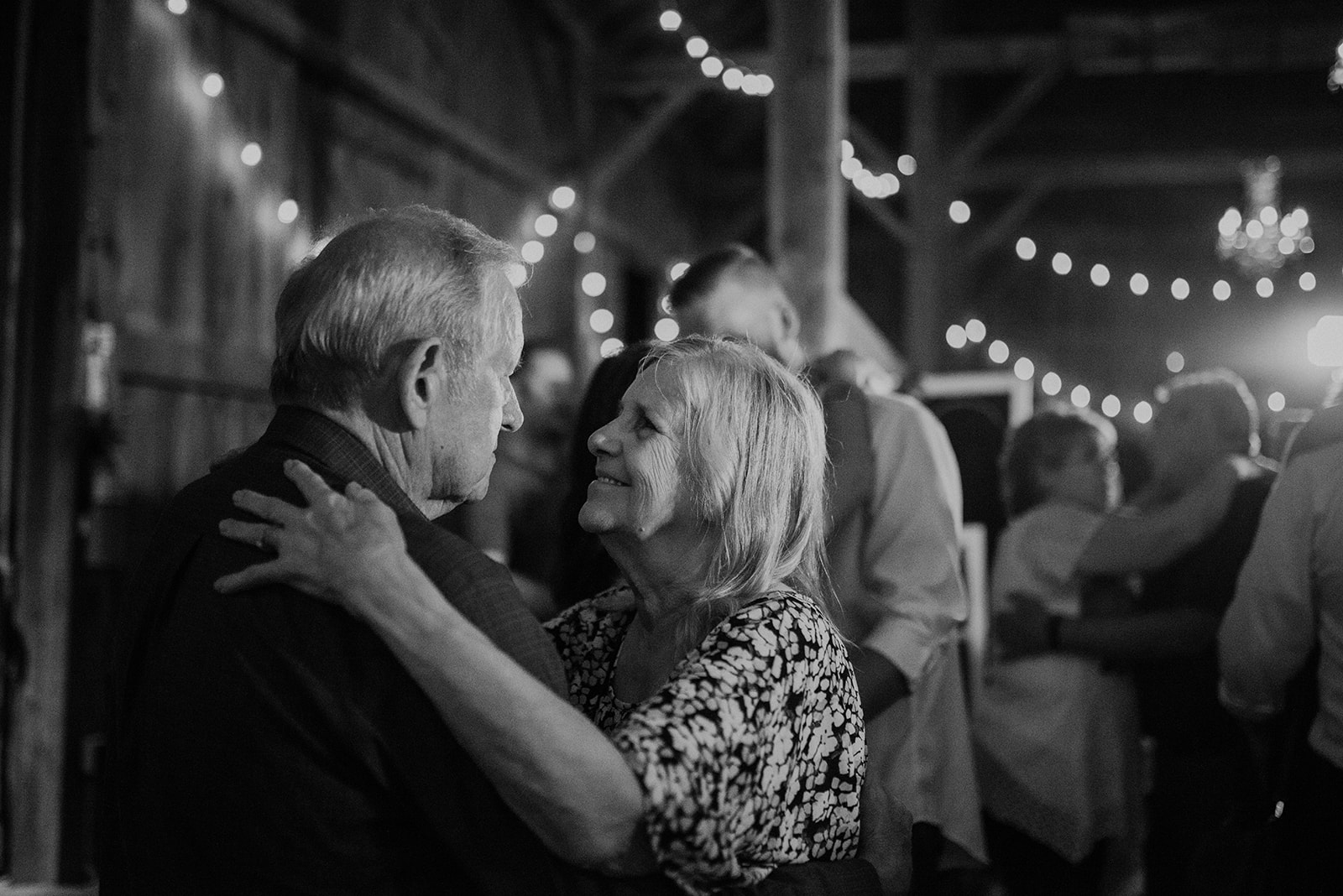 overthevineswisconsinwedding_1567.jpg