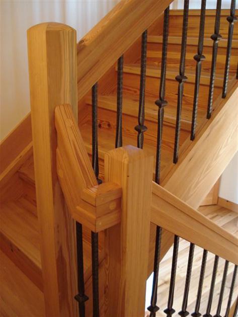 heart_pine_staircase.jpg
