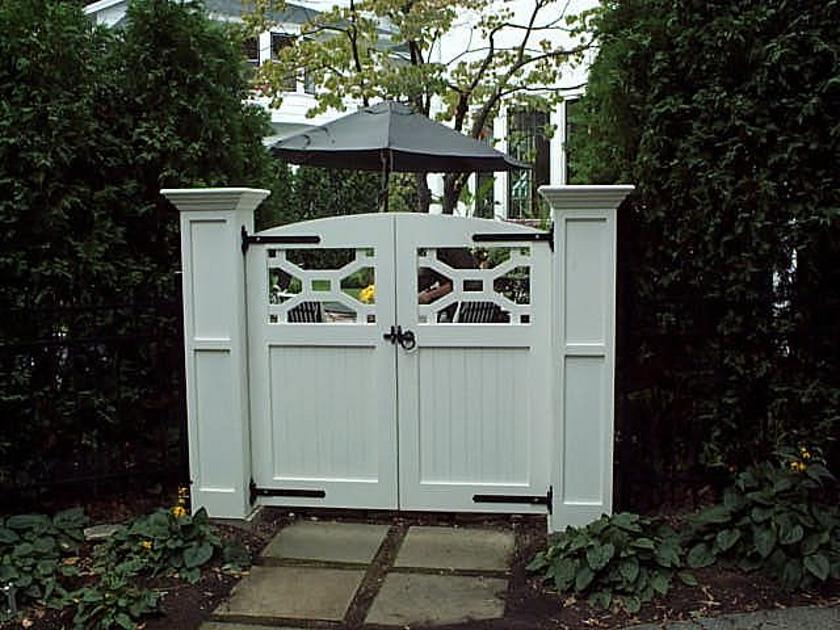 gate_doors_pained.jpg