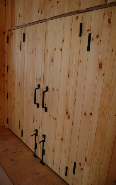 interior_bifold_barn_doors.jpg