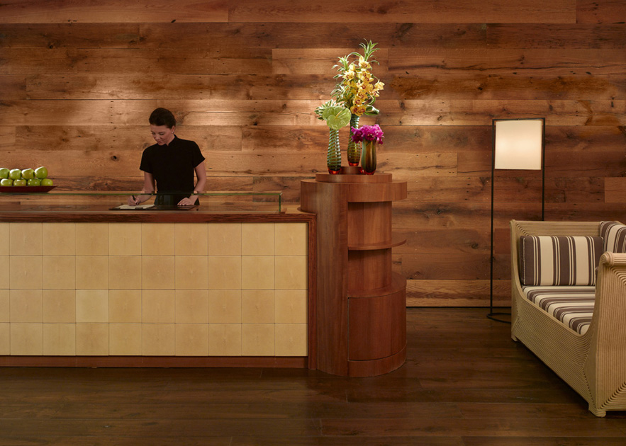 Reclaimed Oak paneling in a Chicago Spa. F1