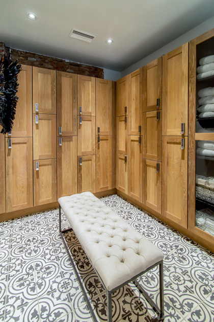 Spa lockers of fresh-sawn oak