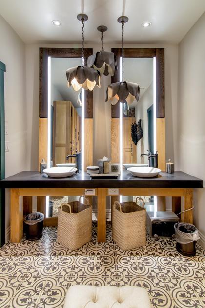 Custom mirrors for spa & salon