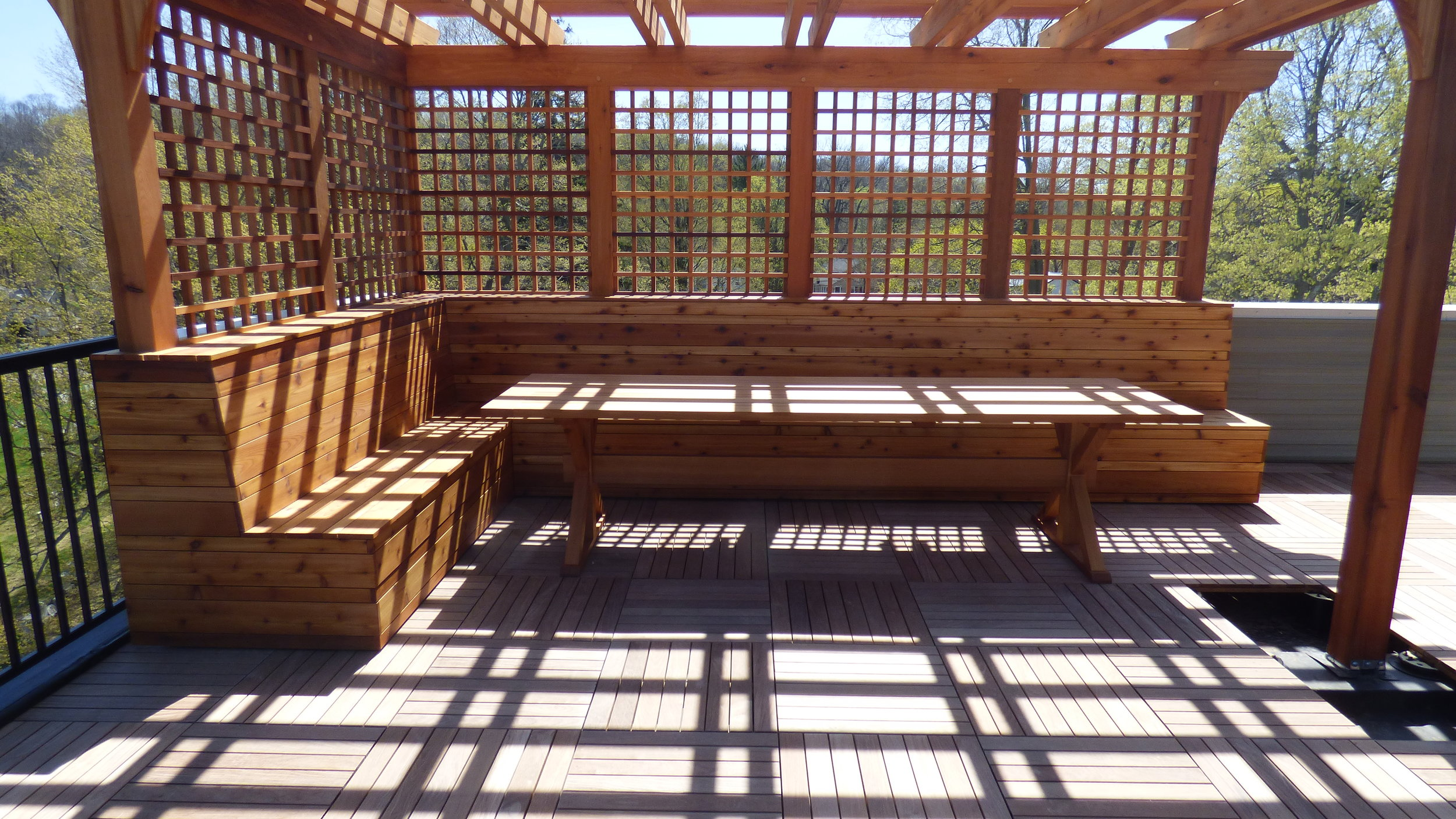 Pergola, seating, and table on a townhouse rooftop deck
