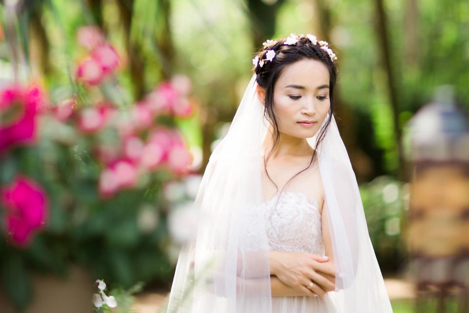naples-wedding-photographers-bride-veil-portrait