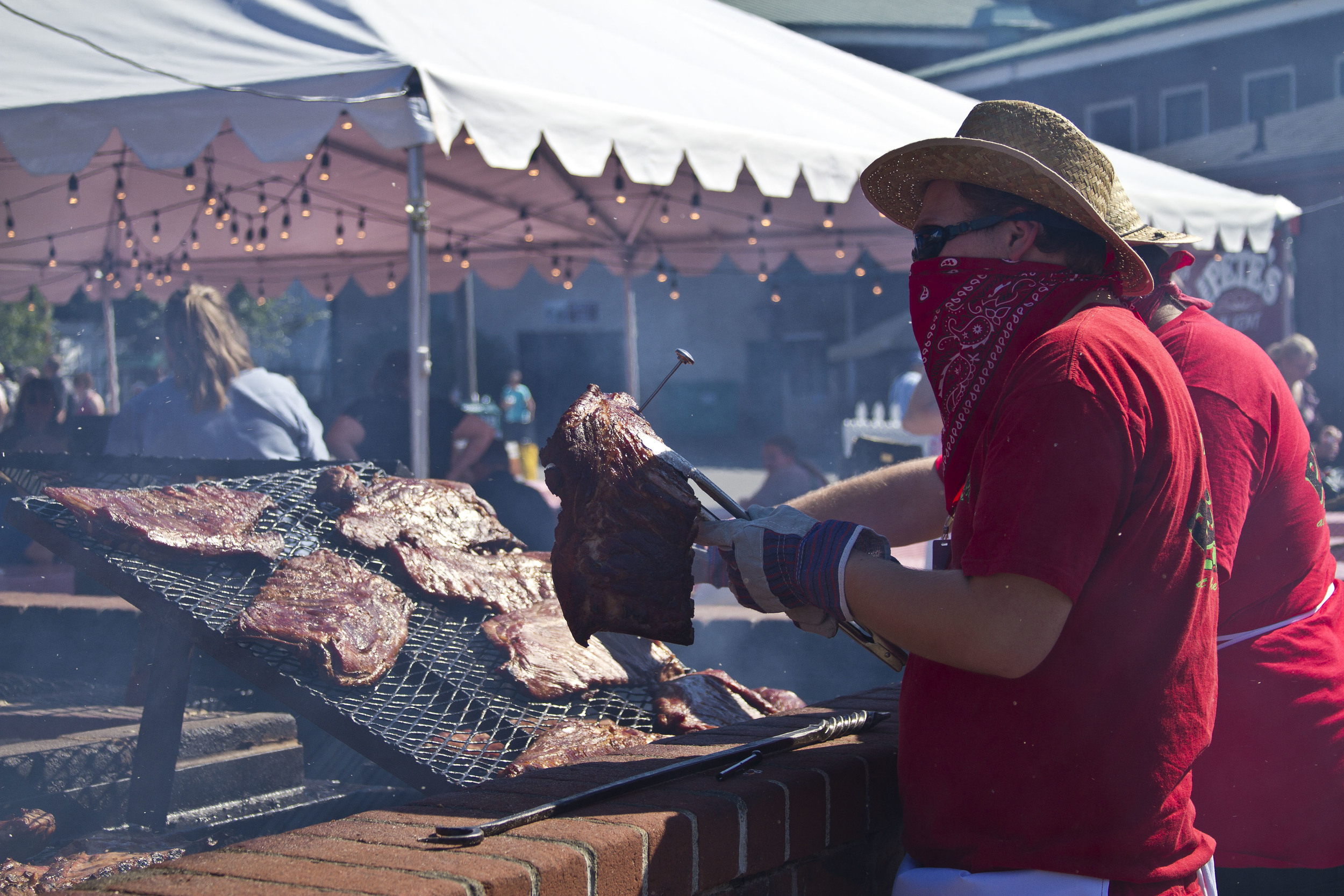 Vendors prepare BBQ and ribs at the 2014 Washington State Fair.