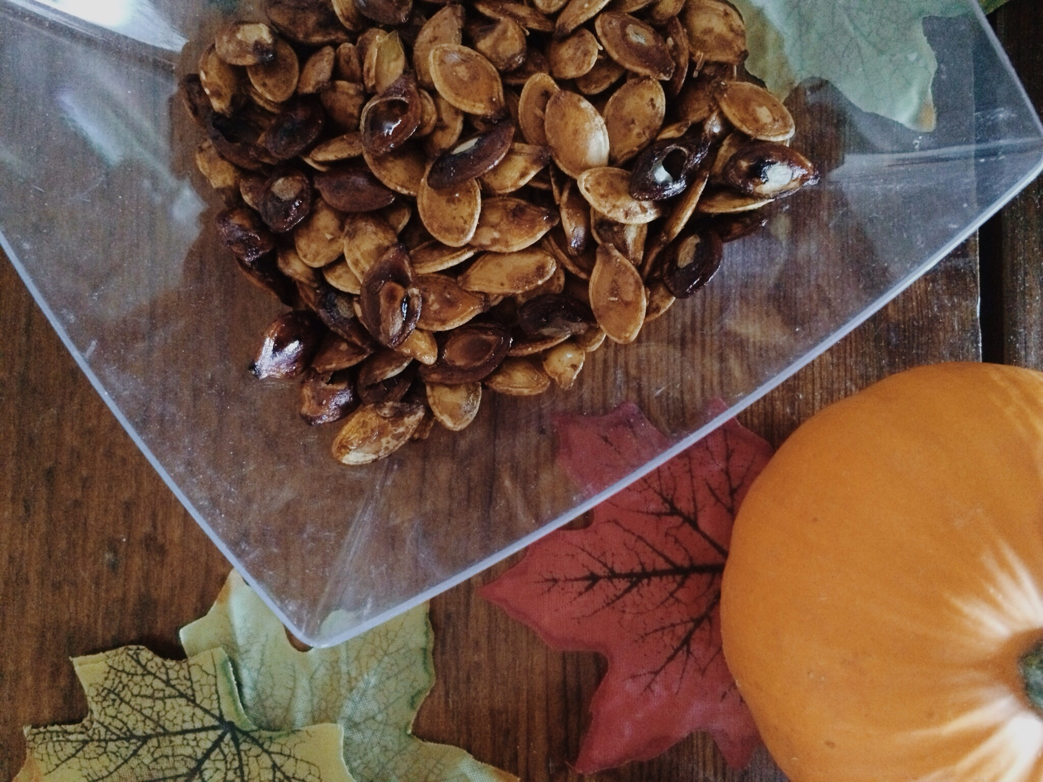 Baked Pumpkin Seeds. Click through for the tutorial.