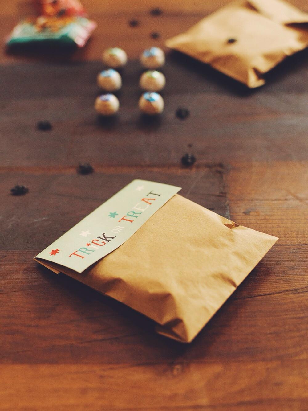 DIY Halloween Goodie Bag + Free Printable (click through for details)