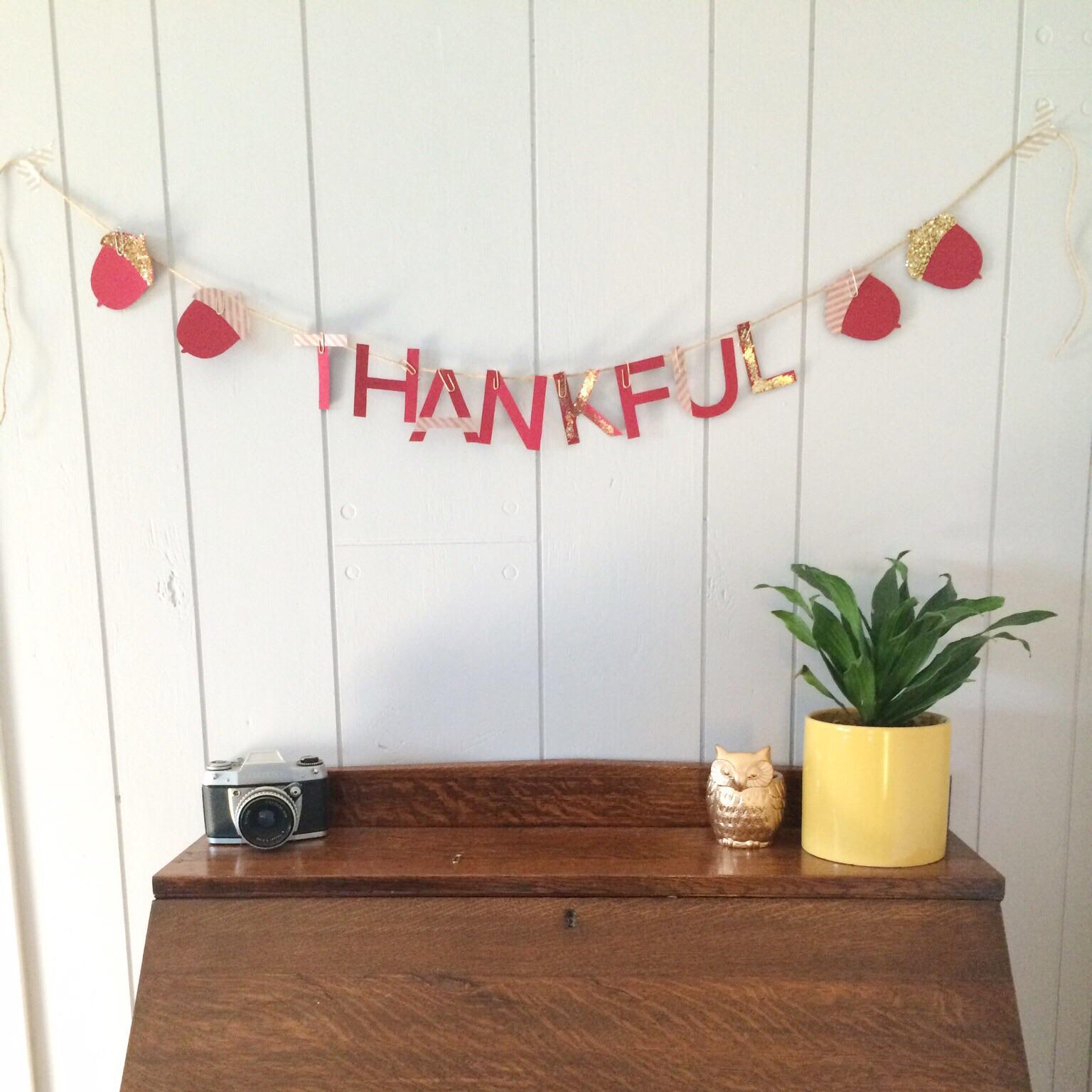 DIY Printable Thankful Garland (click through for tutorial)