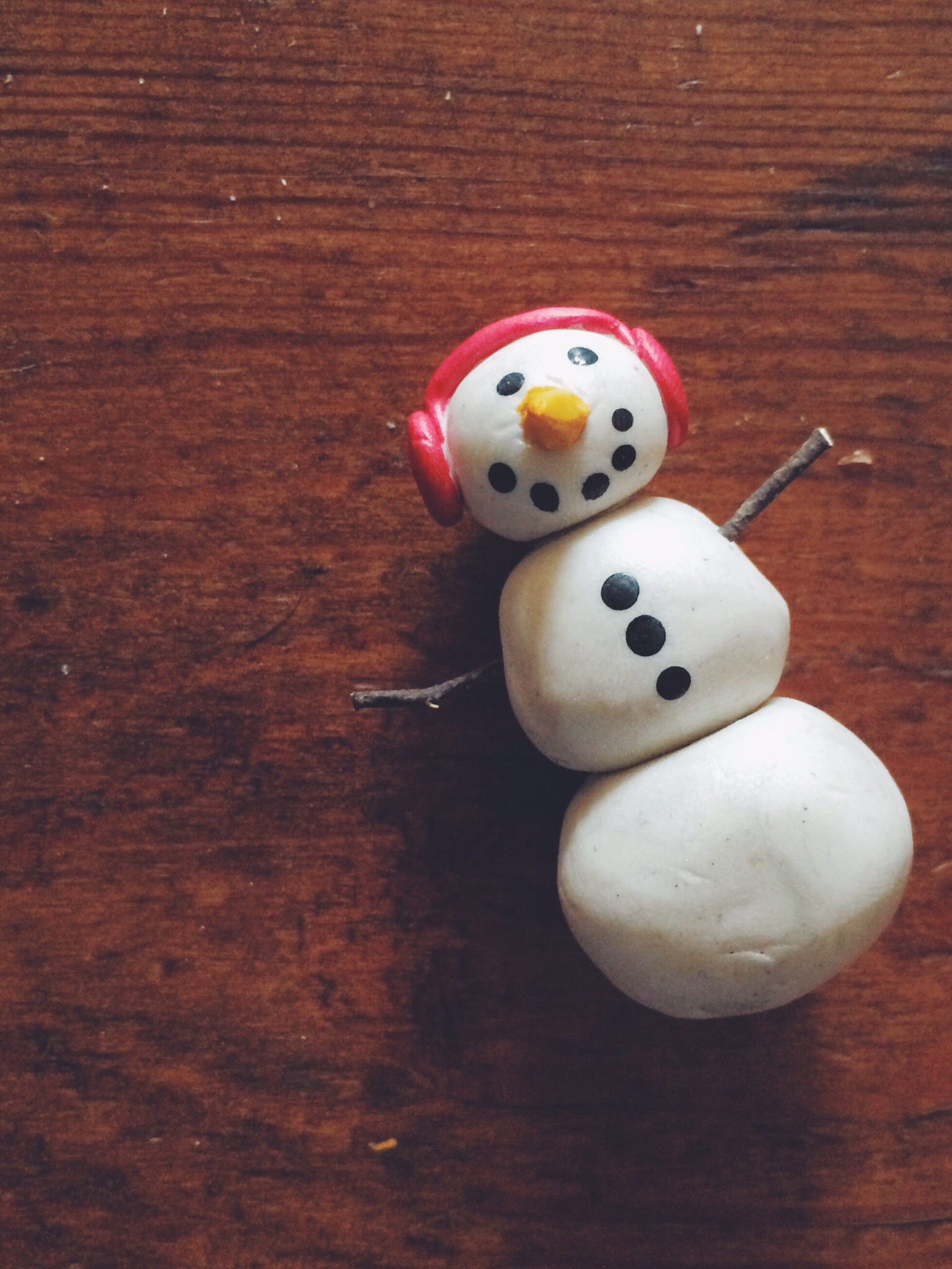 Diy Snow Globes. Click through for instructions.