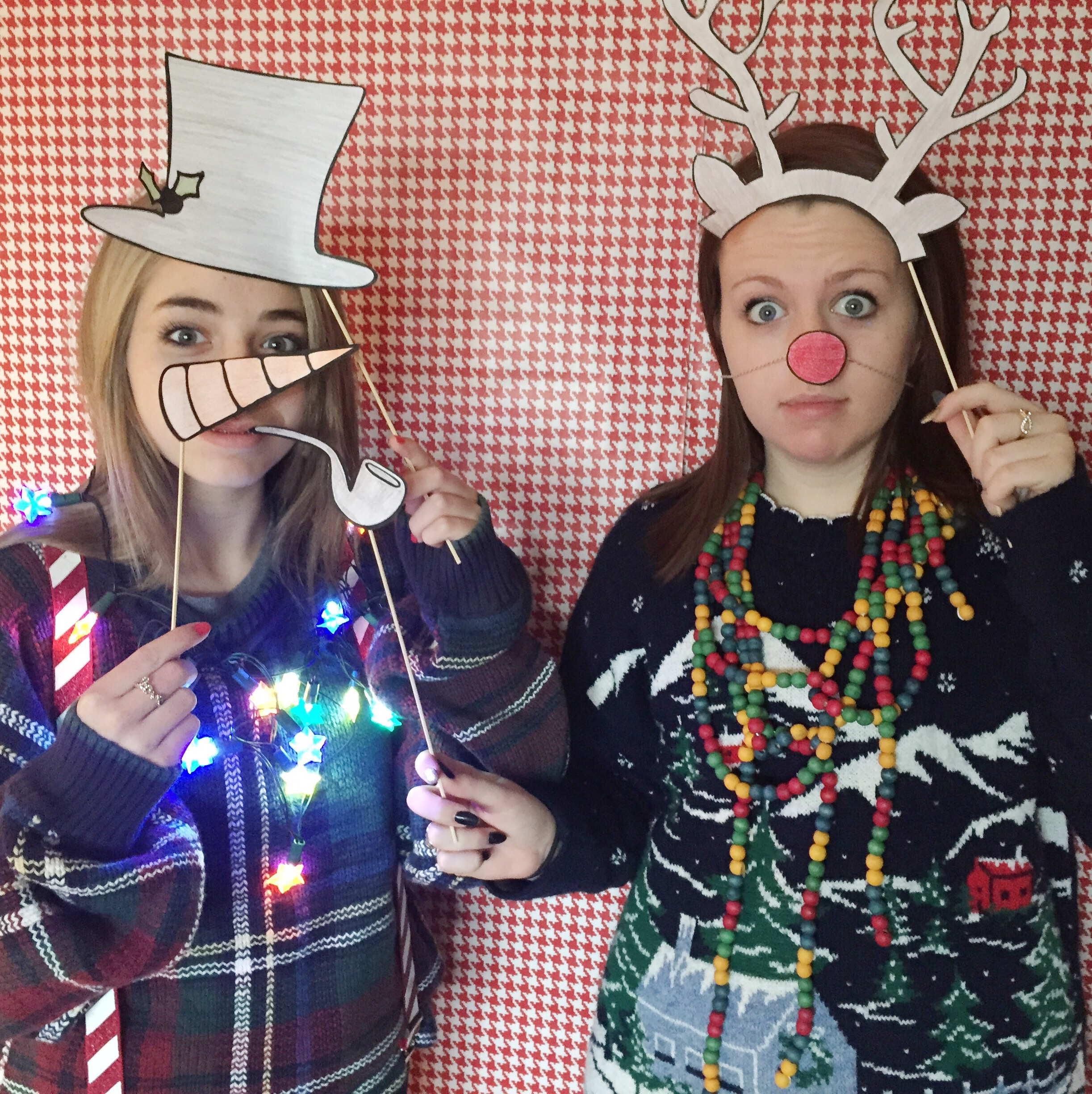 DIY Photobooth Set Up + Props (click through for free printable and details)