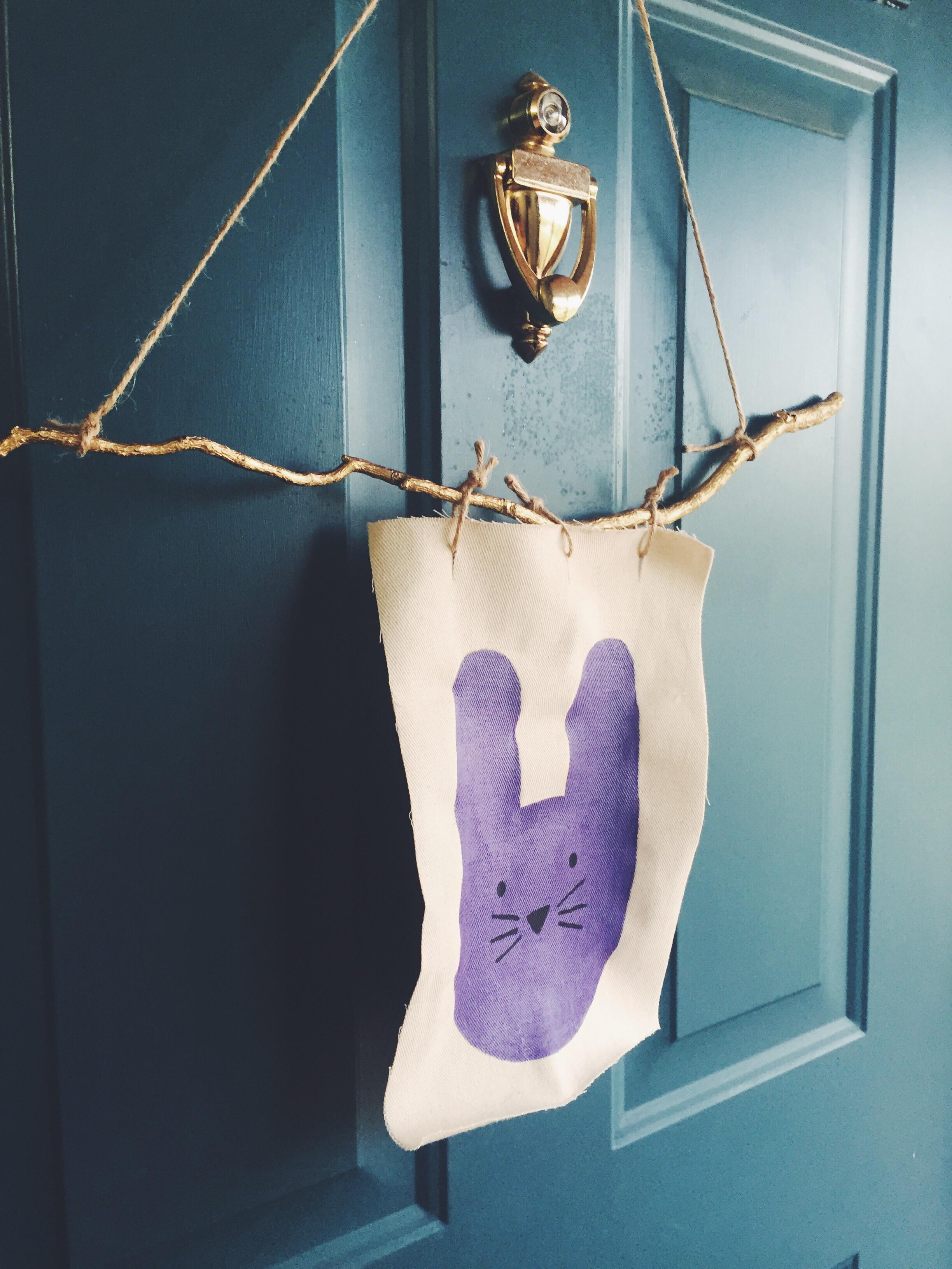 DIY Easter Door Hanger (click through for details)