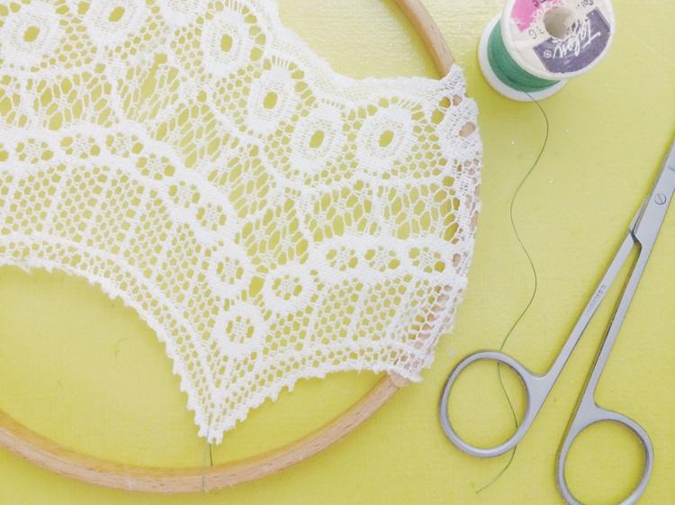 DIY Embroidery Hoop Dreamcatcher
