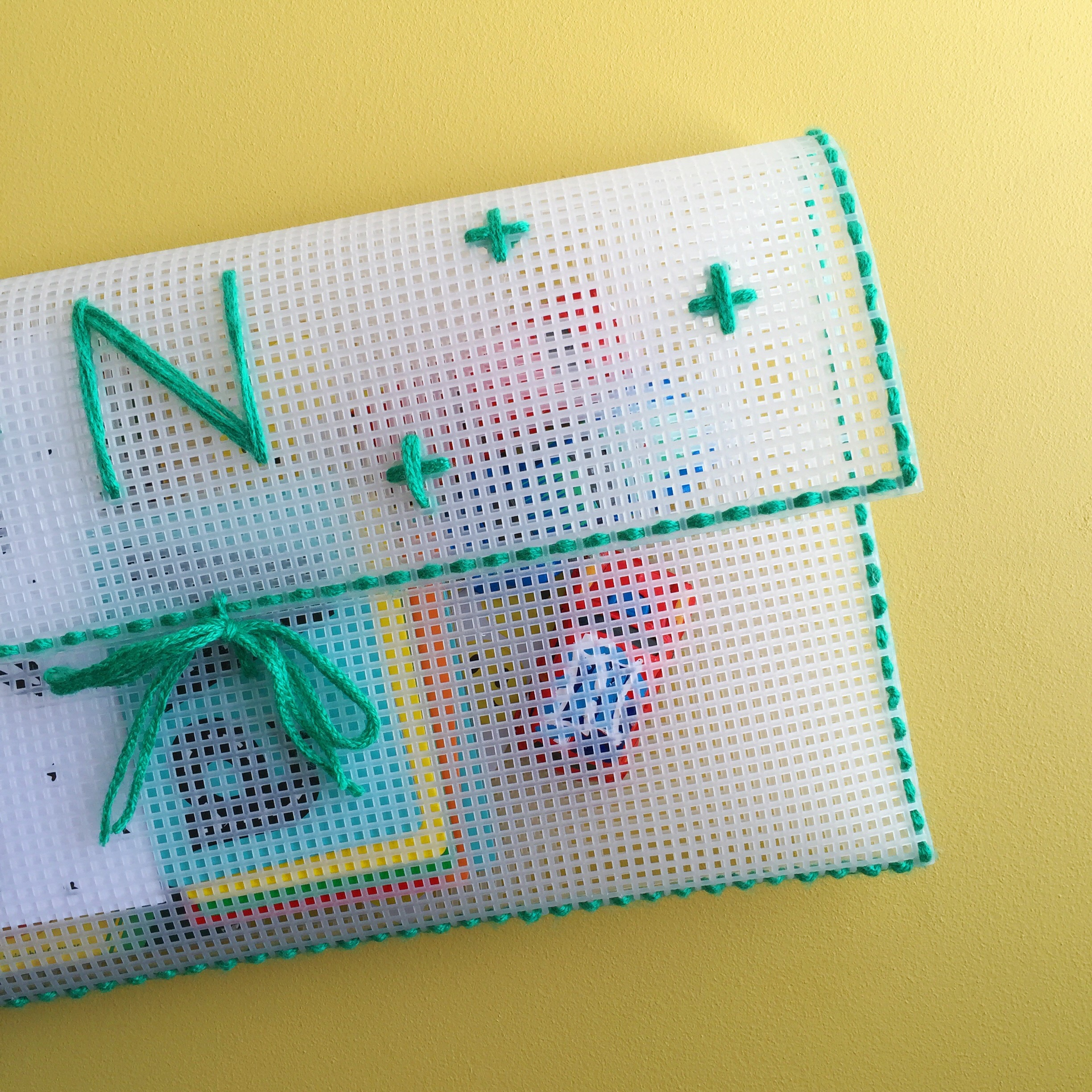 DIY Personalized Travel Clutch. Perfect to take supplies for your little ones when you are on the go.