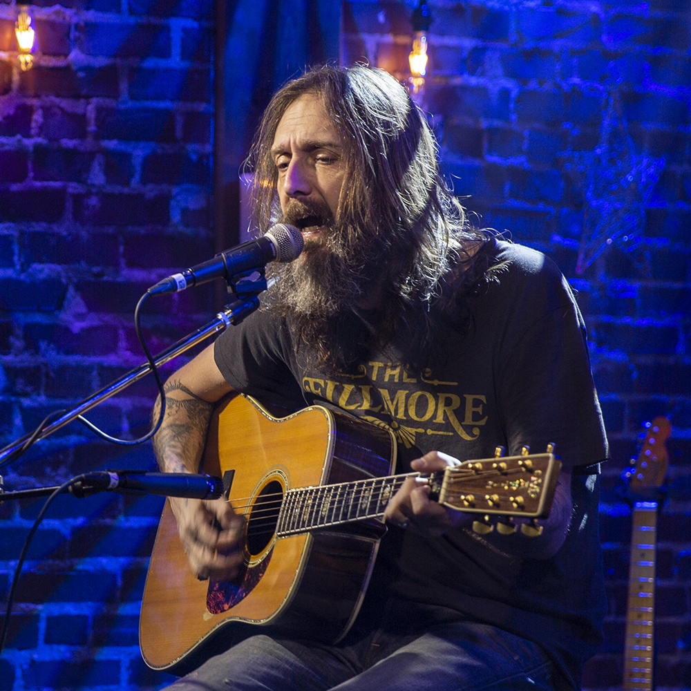Chris Robinson - An American musician. He was the singer of the rock and roll band The Black Crowes, New Earth Mud, and currently fronts the Chris Robinson Brotherhood.