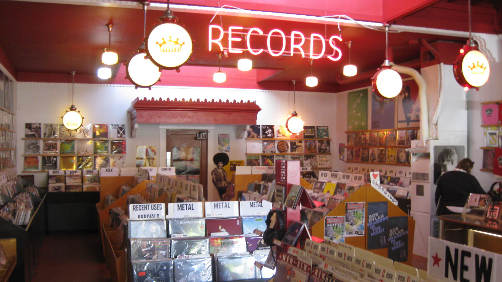 150409170803-09-iconic-record-stores-0410.jpg