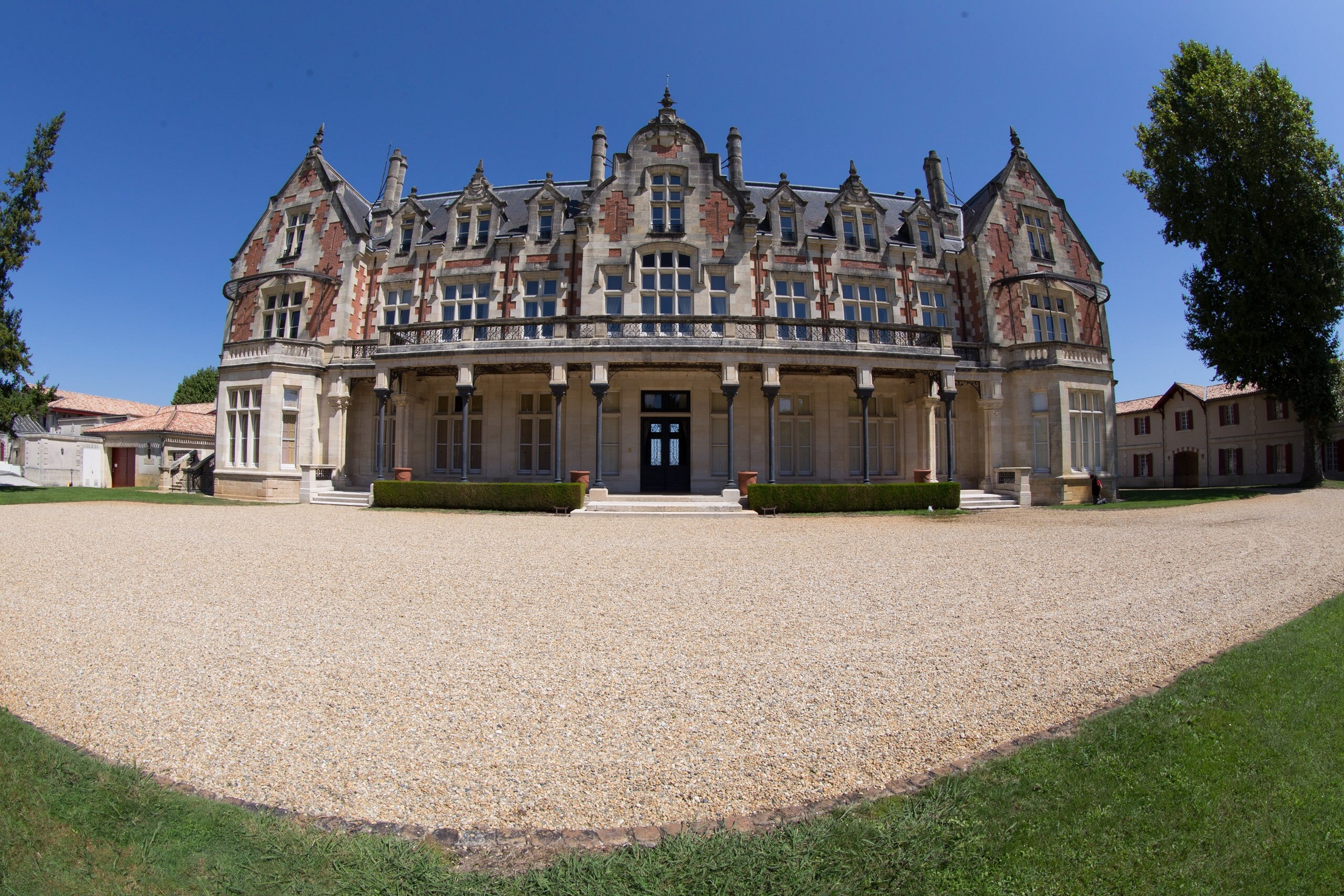 Picture of a Chateau, Bordeaux, France - the fish eye version!