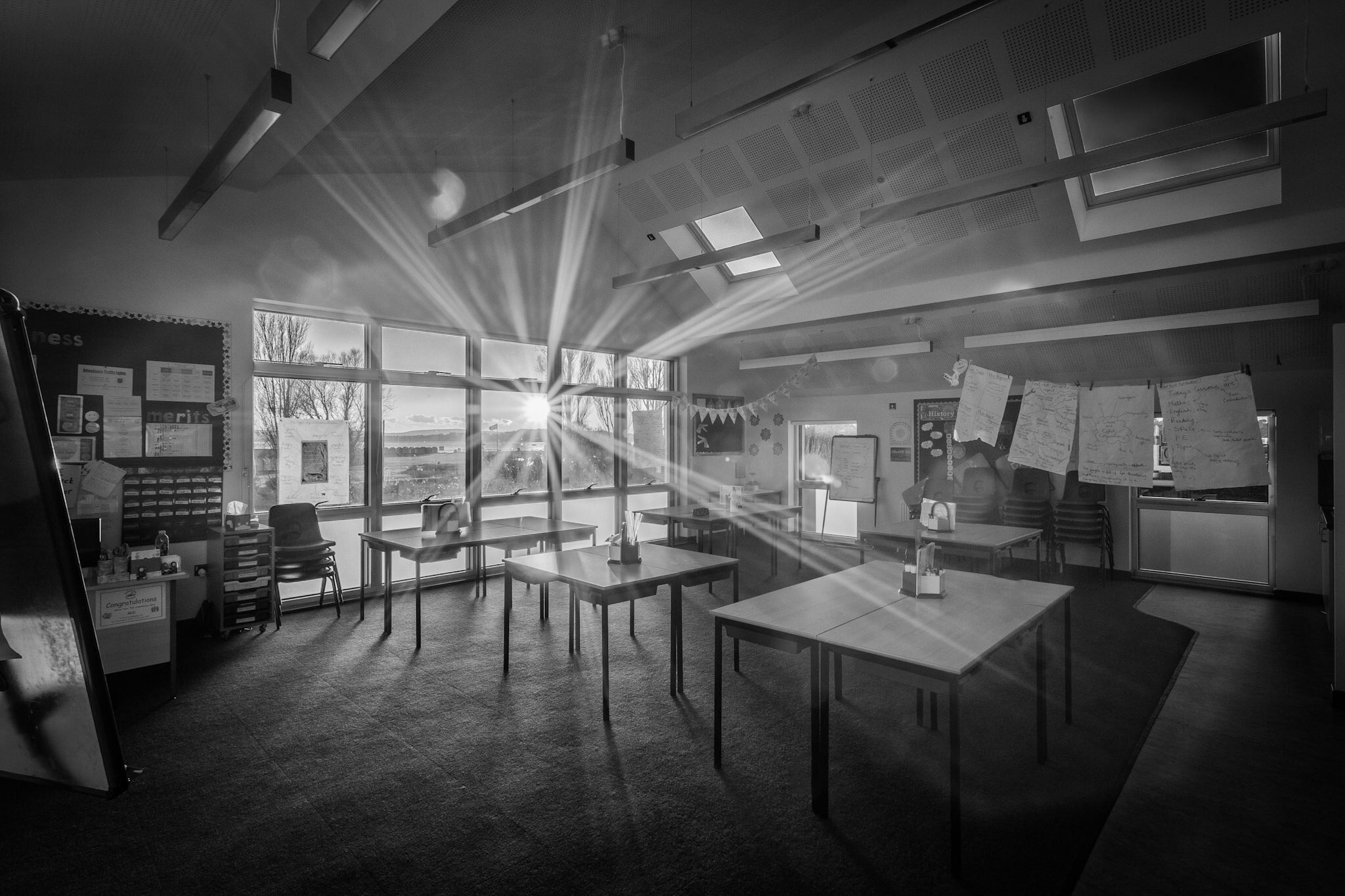 Black and white picture of a school classroom