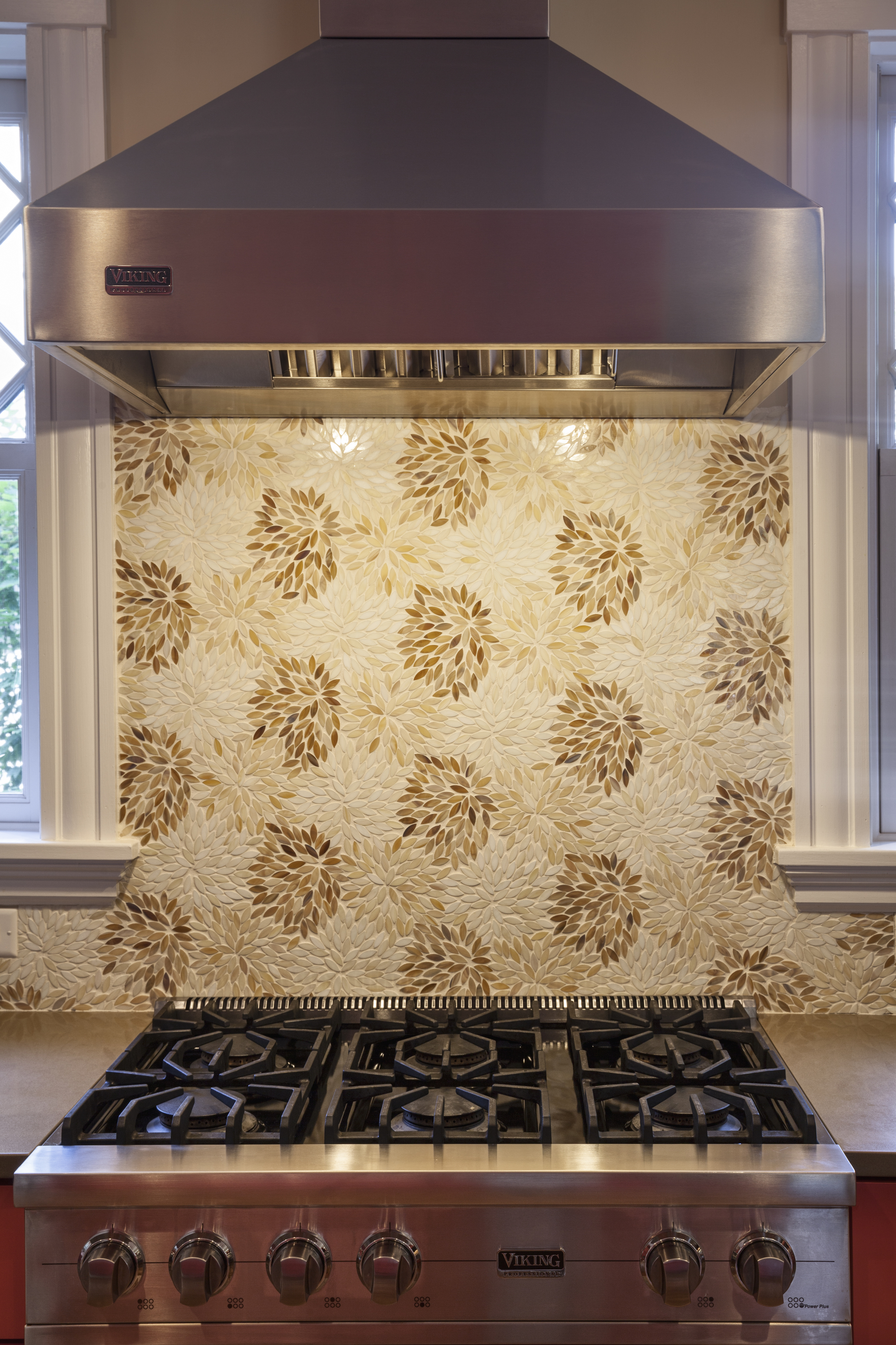 Why have a humdrum backsplash when you can have marble mosaic chrysanthemum petals? Fabulous indeed. Our tile setters rock!