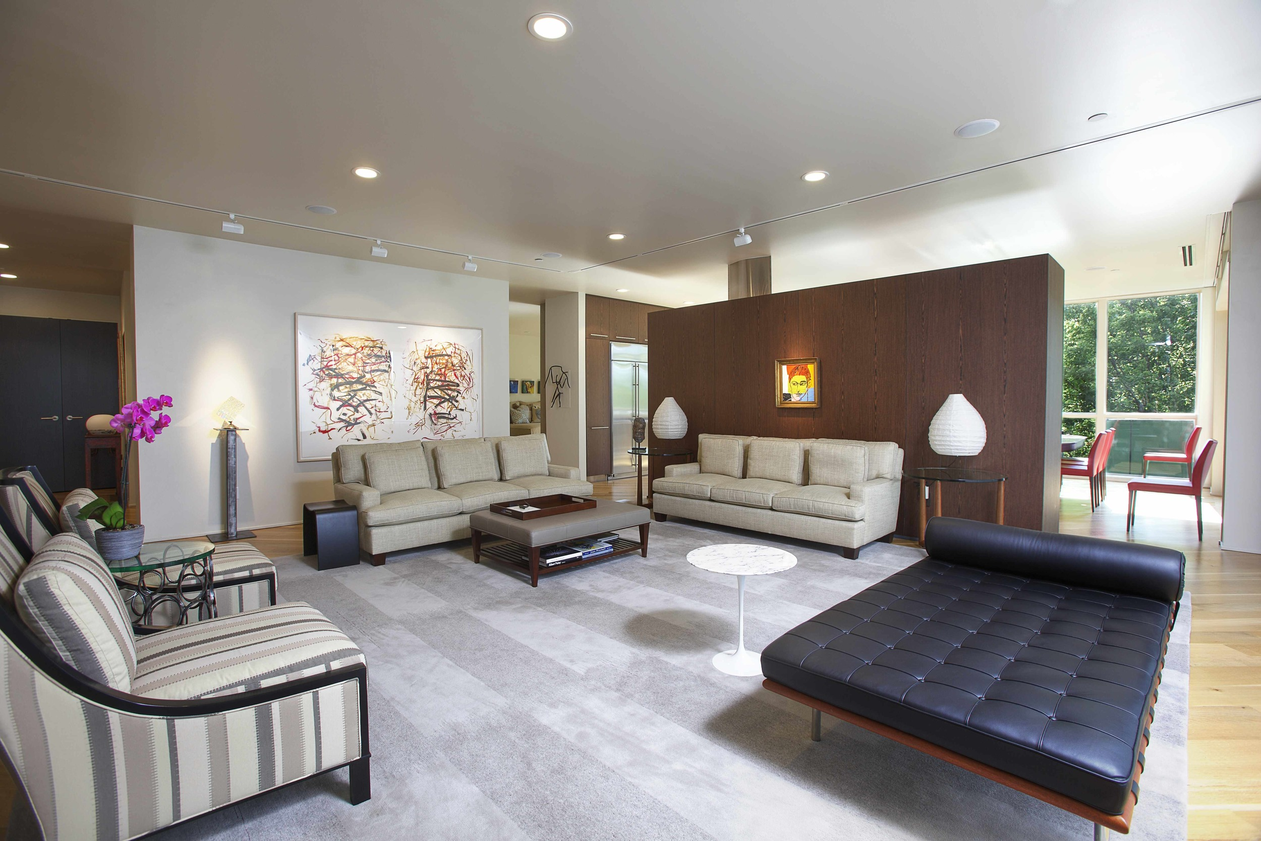 DIGS designer John Harrison made careful choices for this sumptuous yet neutral space. The expansive room strikes the right balance of comfortable living space and beautiful private gallery, with several seating areas for our DIGS clients to enjoy their contemporary art collection. Many pieces were acquired from one of our favorite locals - The Carl Solway Gallery.We can totally see sinking into the gorgeous leather recamier with a delicious cocktail to end the day.