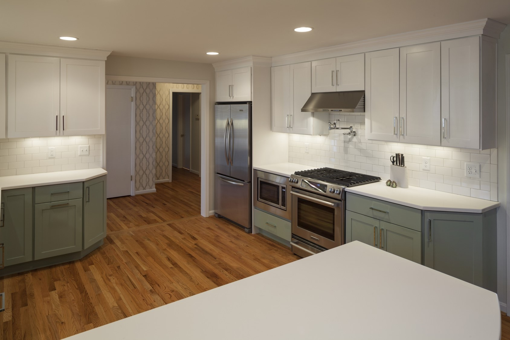 If you've ever wondered what a complete kitchen renovation on a not-to-big budget looks like - this is it. Fear not - you can dream big without breaking the bank.