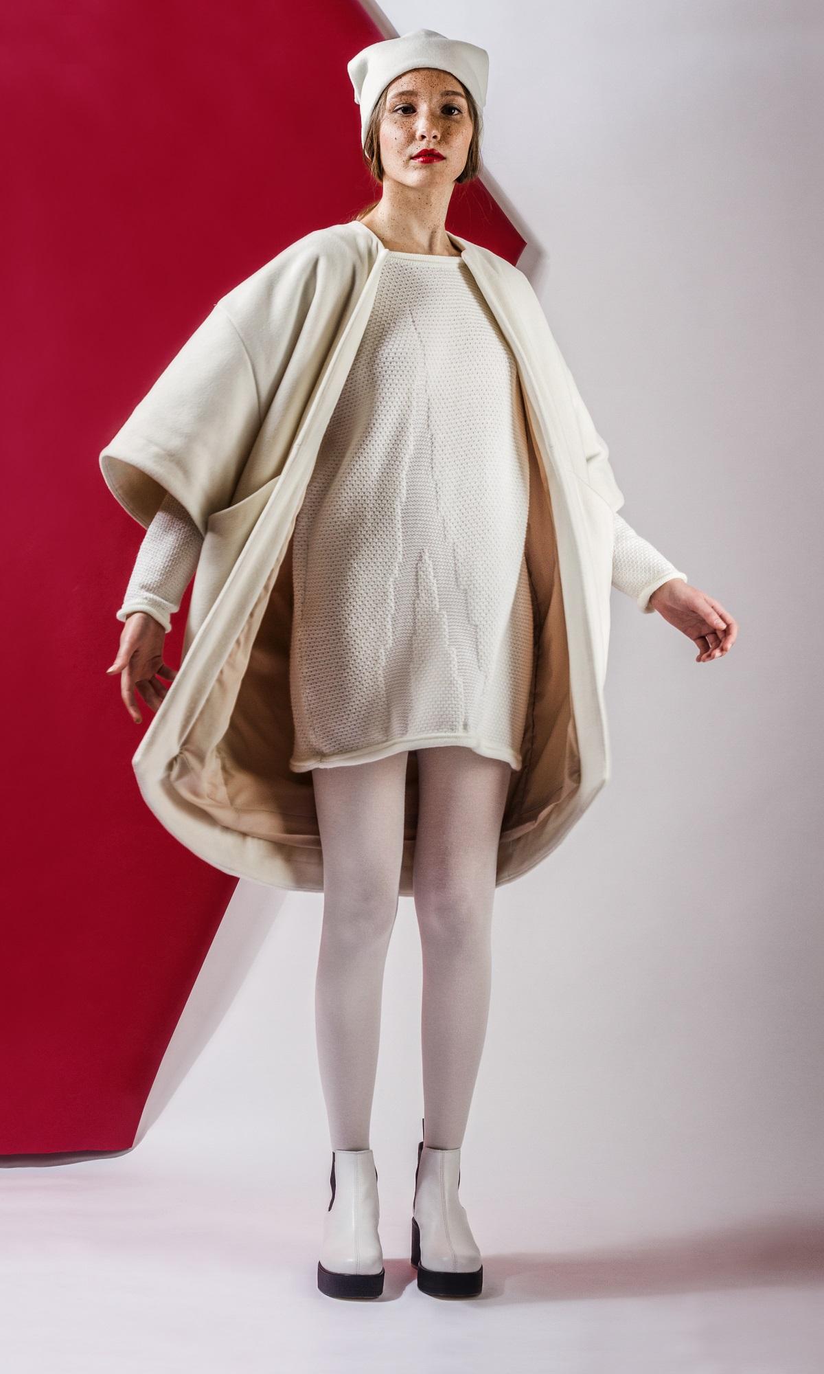 Fehér kötött pulóver: 14.900 Ft