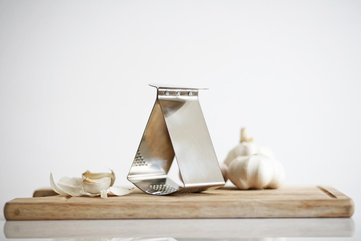 Ribbon Garlic Press - Jankovics Petra 01.jpg