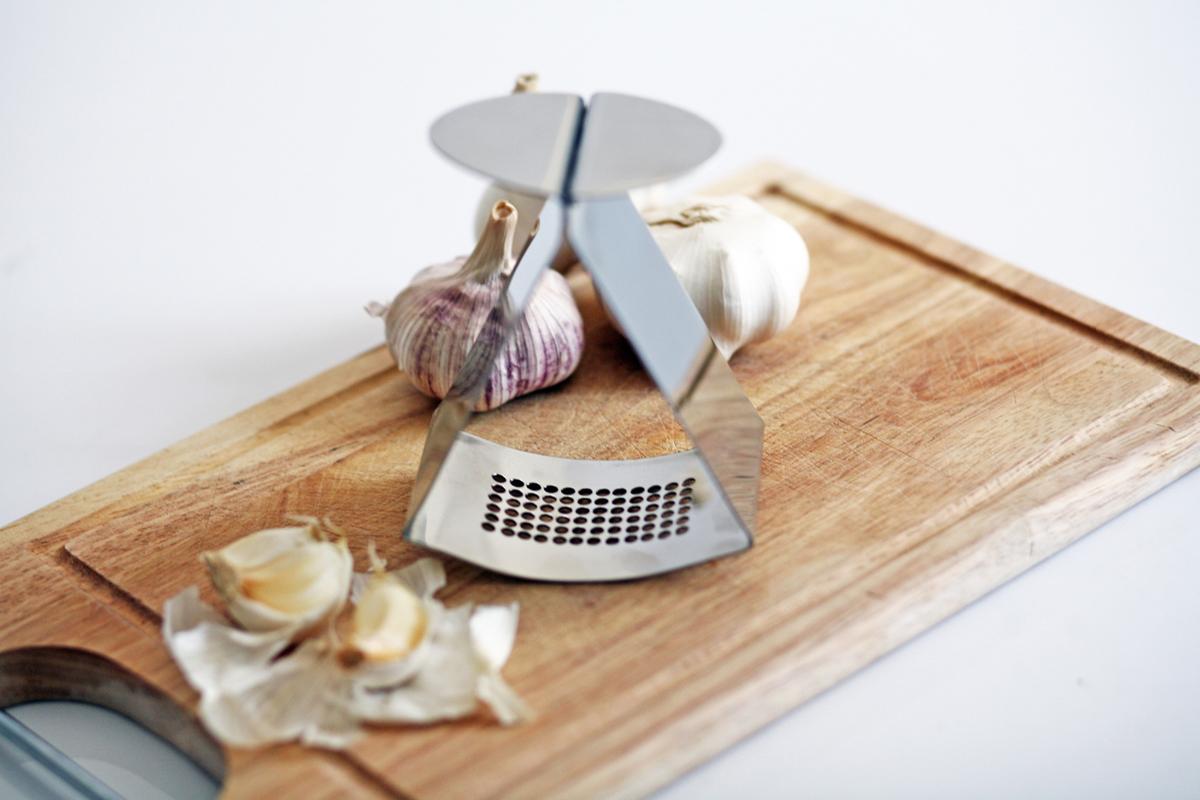 Ribbon Garlic Press - Jankovics Petra 02.jpg