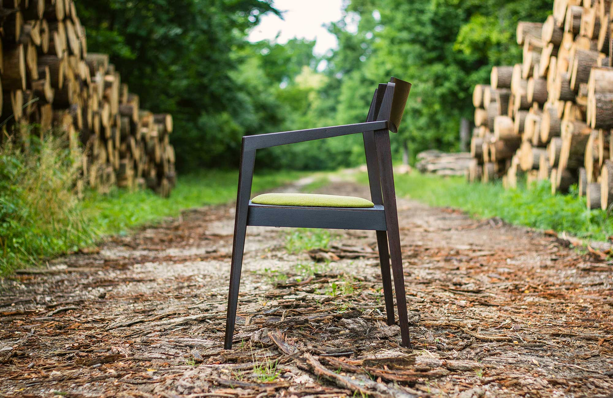 Public-chair-by-Mate-Horvath-02.jpg
