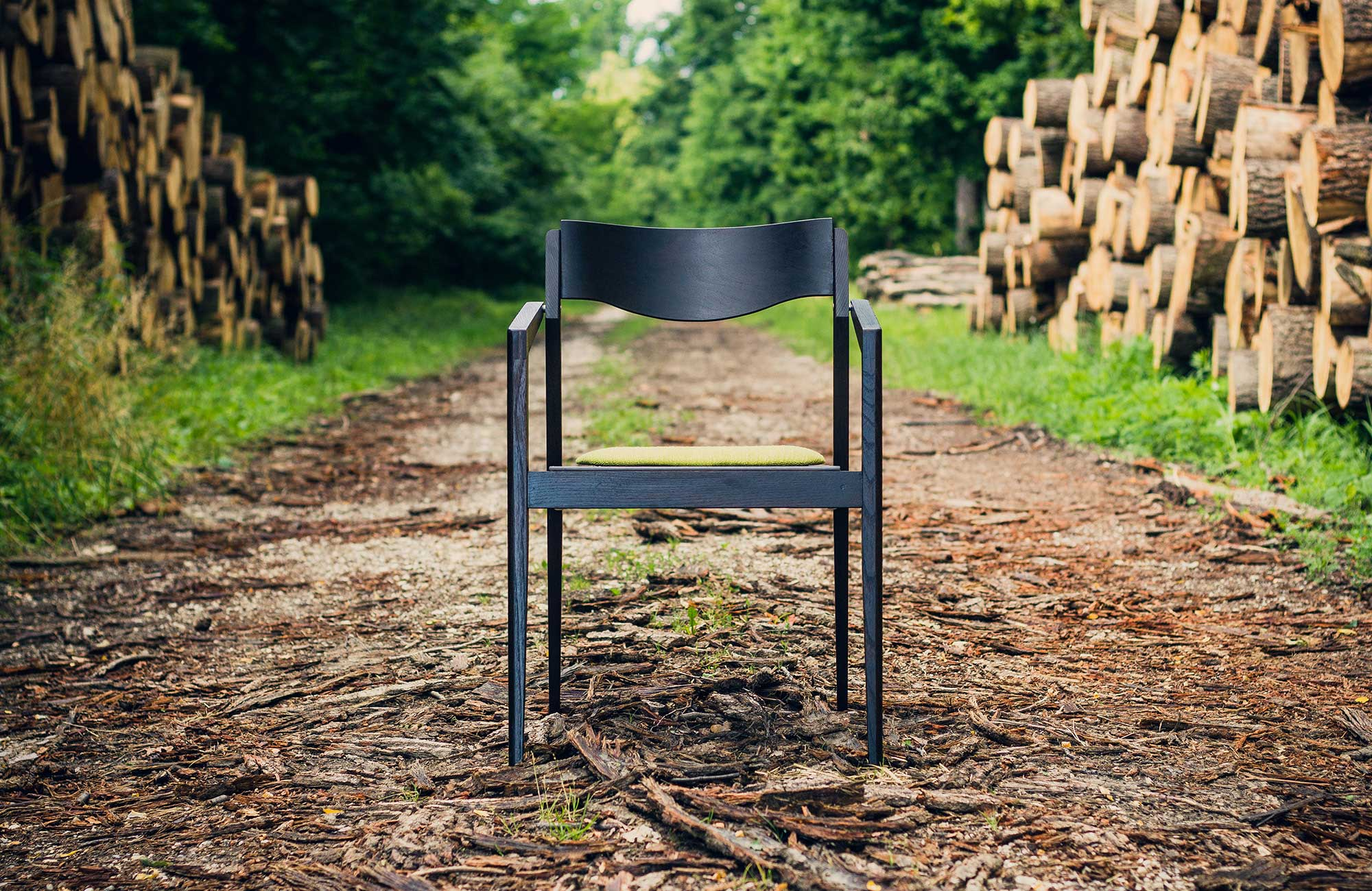 Public-chair-by-Mate-Horvath-01.jpg