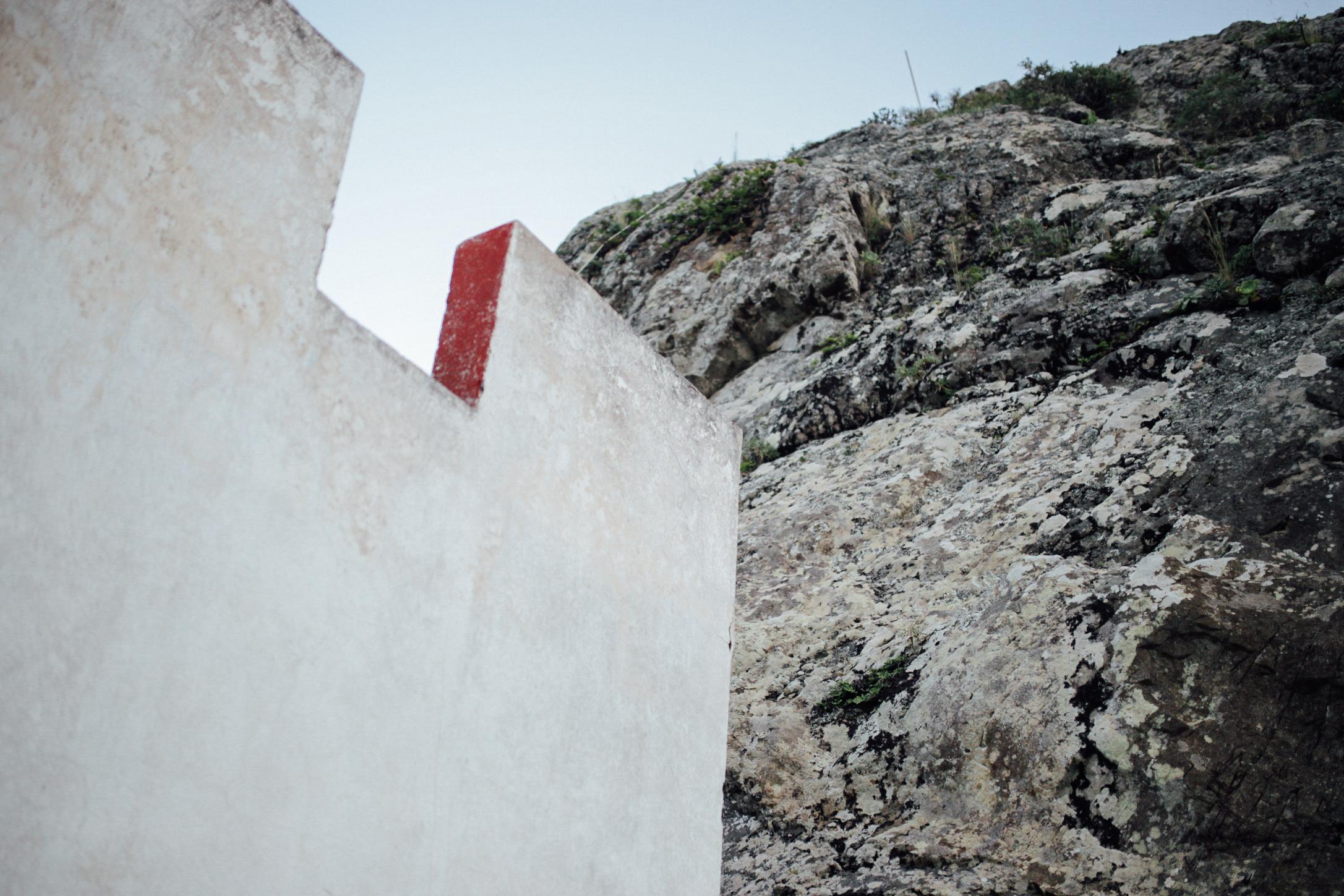 Casa junto a la montaña // House next to the mountain