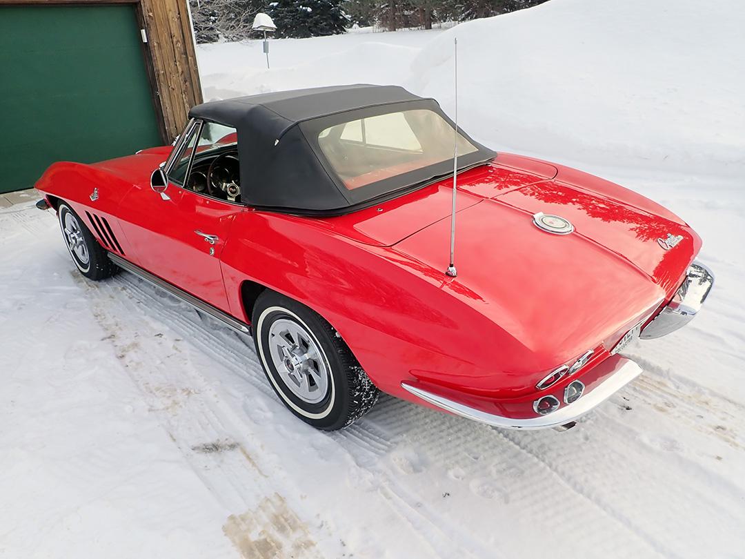 3 1965 Chevrolet Corvette Curry.jpg
