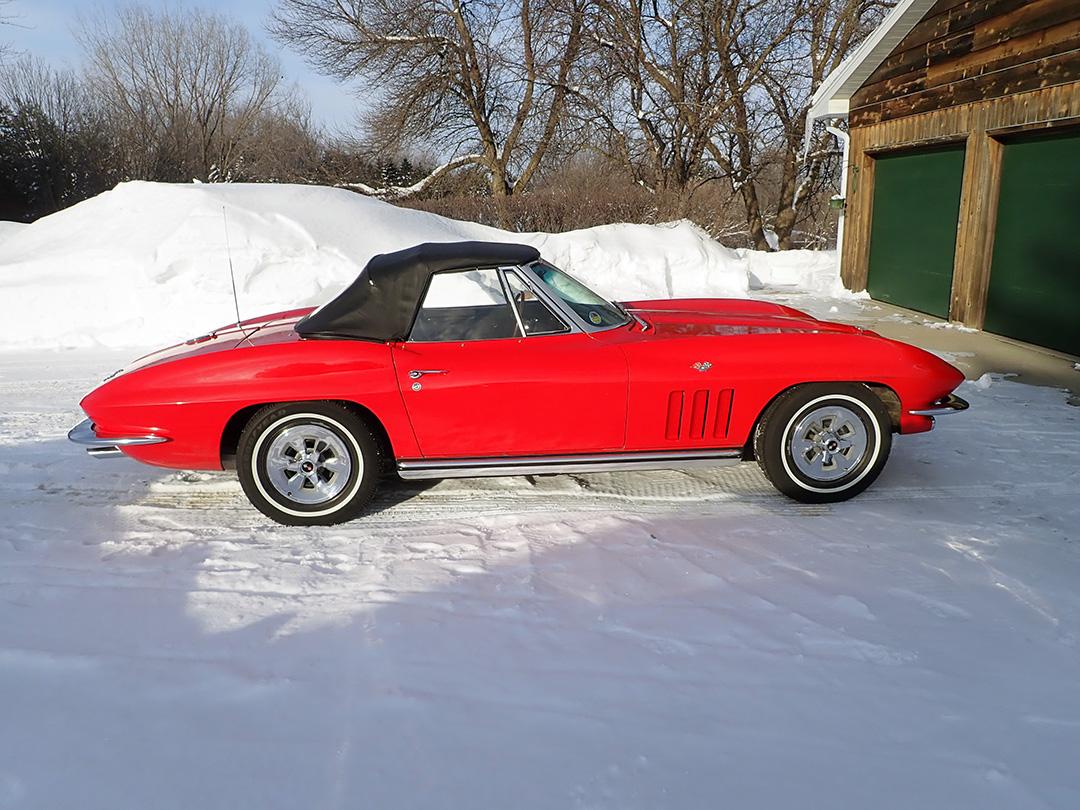 6 1965 Chevrolet Corvette Curry.jpg