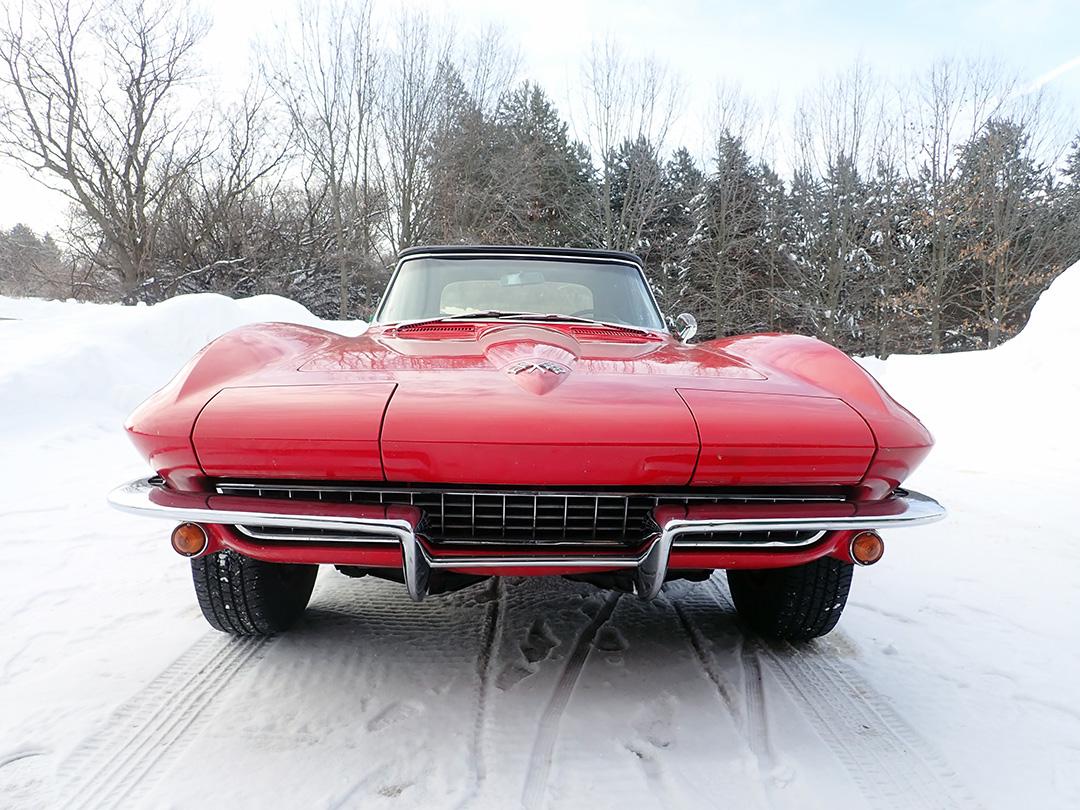 8 1965 Chevrolet Corvette Curry.jpg