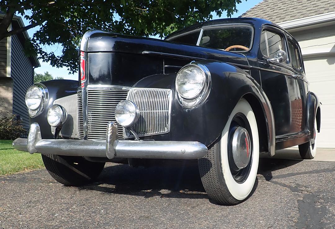 1A 1940 Studebaker Champion Silver.jpg