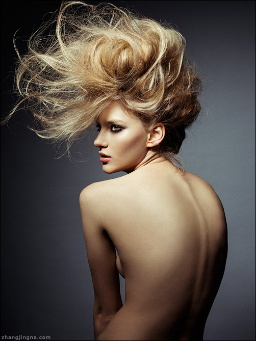 Elle-Russia-Dramatic-Hair-Beauty_Zhang-Jingna4.jpg