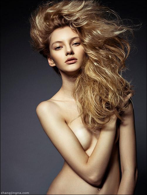 Elle-Russia-Dramatic-Hair-Beauty_Zhang-Jingna2.jpg