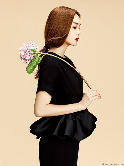 Elle-Vietnam-Cover-Minh-Hang-with-flowers-by-Zhang-Jingna4.jpg