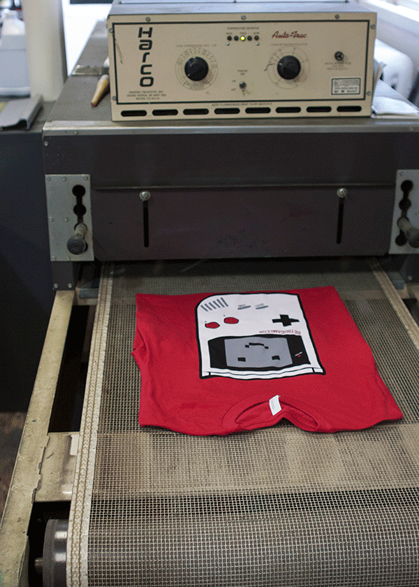 Shirt entering the conveyor dryer to be cured