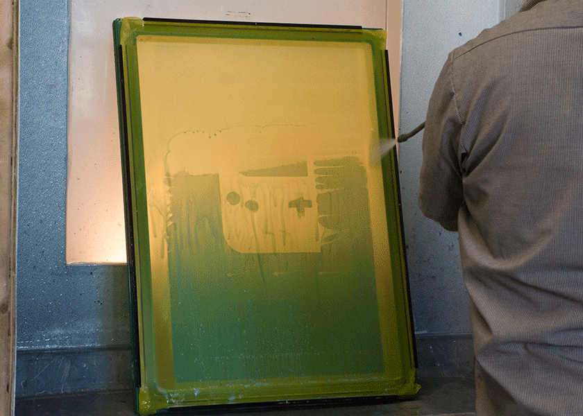 Reclaiming a screen with the pressure washer
