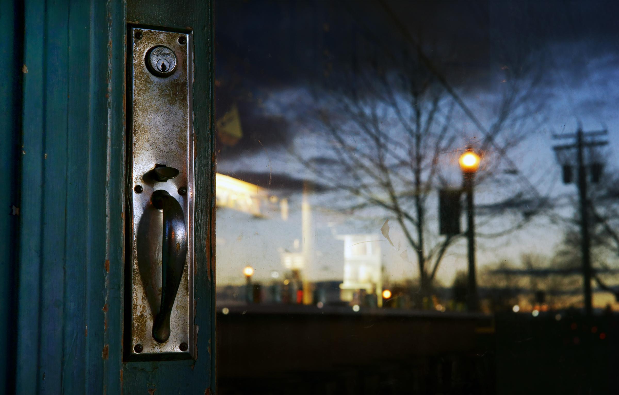 PUY Rose Door Handle Sky med.jpg