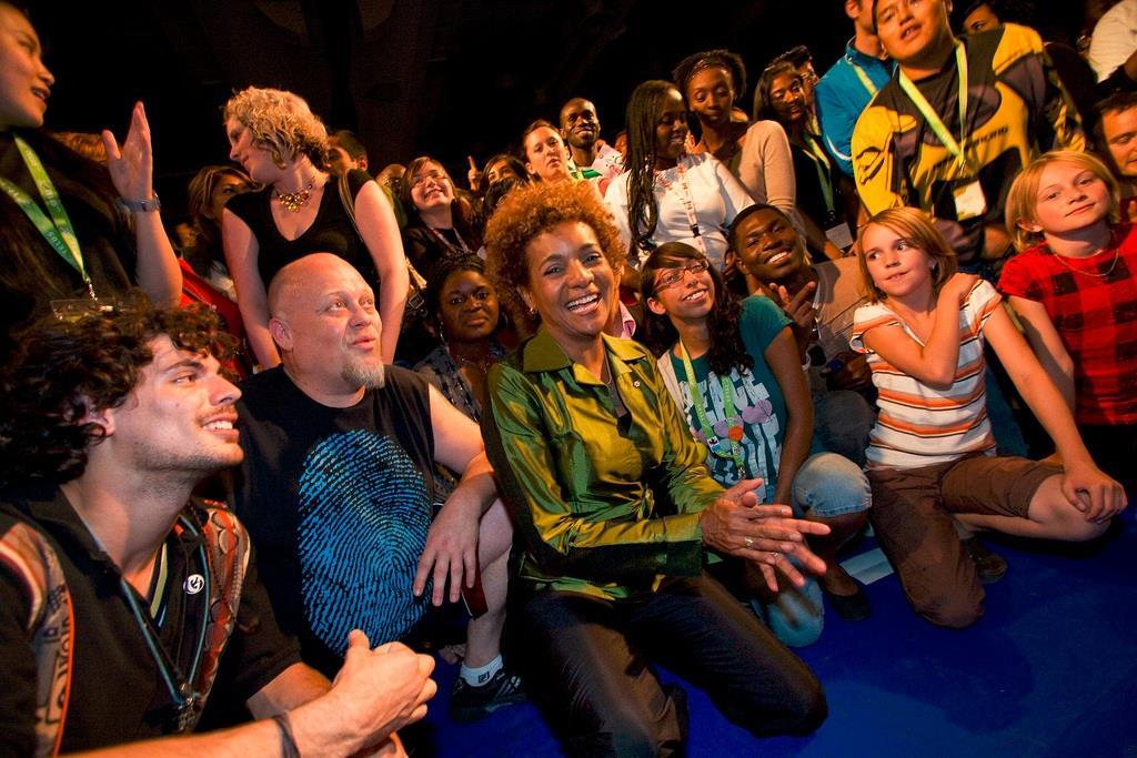 Michaëlle Jean à l'Assemblée mondiale des jeunes, juillet 2009. photo : Rideau Hall.